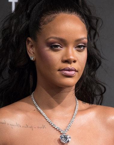 Hudební a módní hvězda Rihanna. Podívejte se na její nejzajímavější outfity