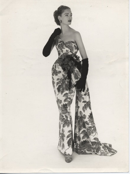 Večerní šaty - Norman Hartnell, 1952, filmový tisk na hedvábí