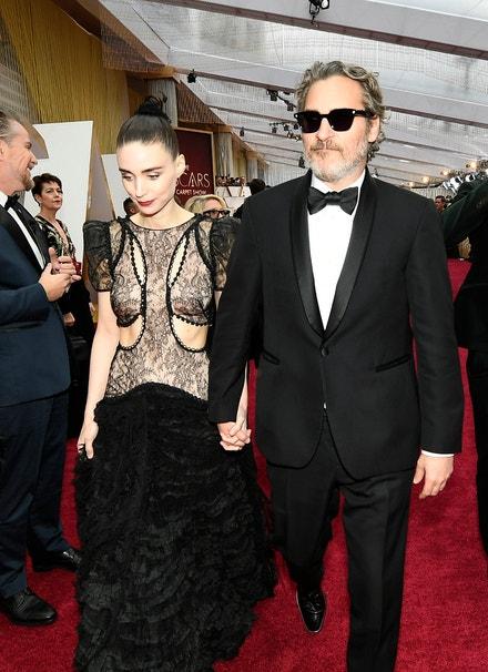 Rooney Mara a Joaquin Phoenix v obleku Stella McCartney na udílení Oscarů, 2020
