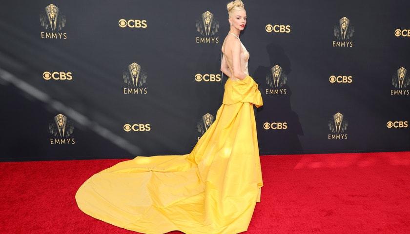 Emmy 2021: Co si oblékly seriálové hvězdy na červený koberec?