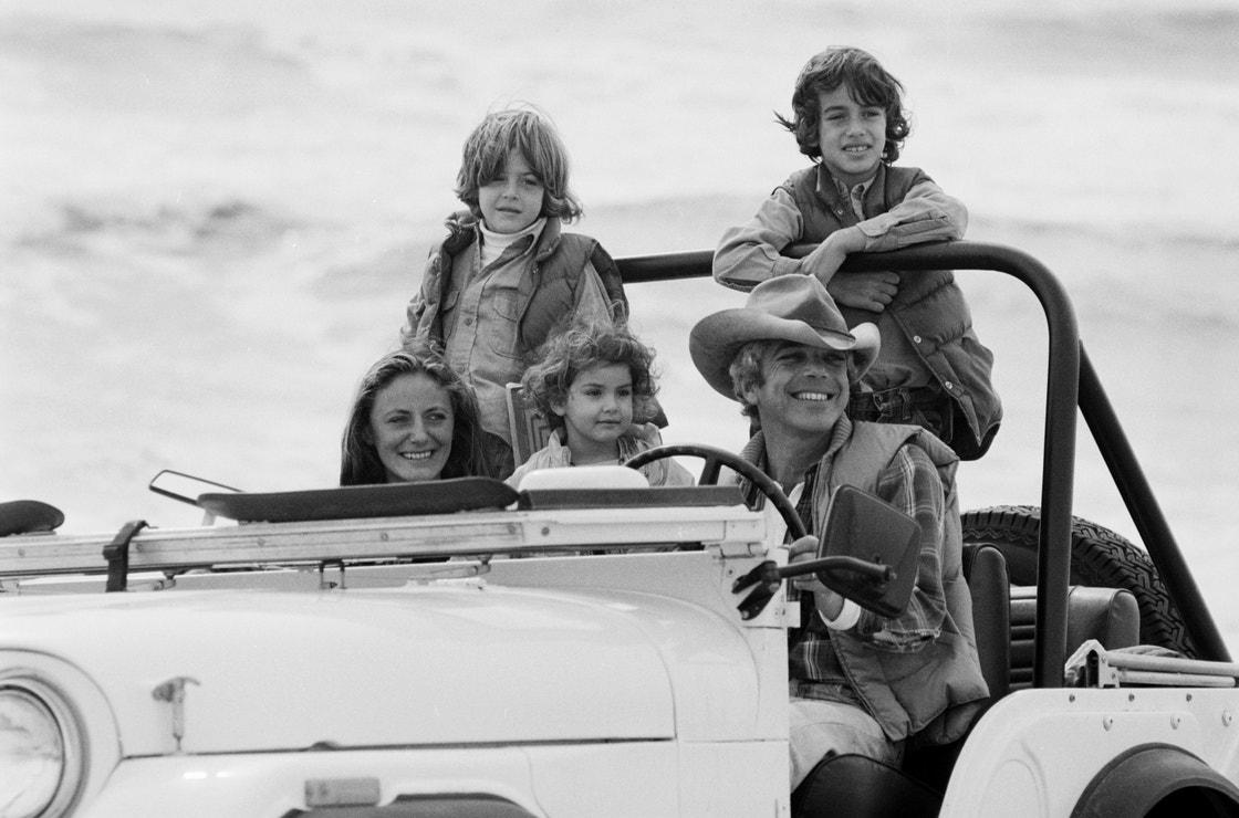 Ralph Lauren s manželkou Ricky a jejich dětmi Davidem, Andrewem a Dylanem, East Hampton, New York, listopad 1977