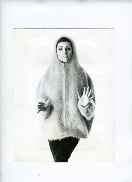 Parka Eskimo oranžové barvy - Lida Ascher Boutique, 1962, tkanina Lochnagar s bohatým vlasem ze směsi mohéru s nylonem