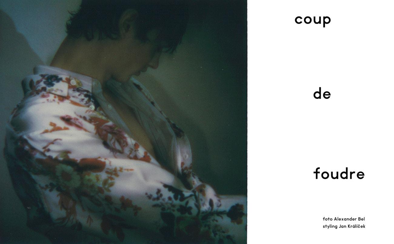 """Pruhovaná košile z hedvábí s výšivkou """"CD Gothique"""", květovaná košile """"Bouquet de Fleurs Dior"""", obojí DIOR MEN."""