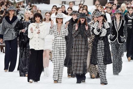 Cara Delevingne & Mariacarla Boscono na přehlídce Chanel AW19/20, Paris Fashion Week, březen 2019