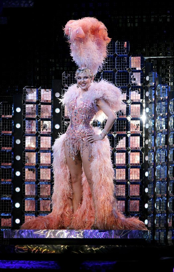 Vzhledem ke své nemoci (zpěvačka prodělala rakovinu prsu) bylo turné Showgirl přerušeno. Comeback v roce 2006 byl přijat s obrovskými ovacemi. Autor: Getty Images
