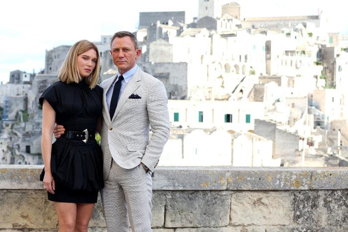 Léa Seydoux a Daniel Craig při natáčení No Time To Die v italské Mateře