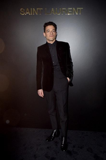 Rami Malek na přehlídce Saint Laurent v Paříži, únor 2020
