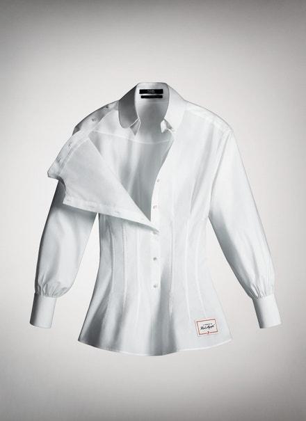 Jednu z košil navrhla také Carine Roitfeld, autorka projektu