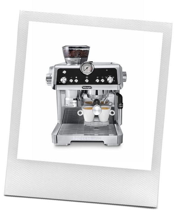 Pákový kávovar La Specialista, De'Longhi. Díky čtyřem inovativním technologiím je proces efektivnější a personalizovanější a zároveň zachovává praktickou kreativitu a uspokojení z přípravy pravého espressa. Prodává De'Longhi, 19 990 Kč
