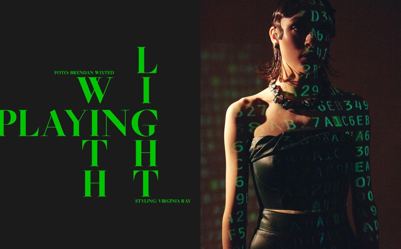 Top, sukně, obojí Givenchy; náušnice, náhrdelník, Erickson Beamon.
