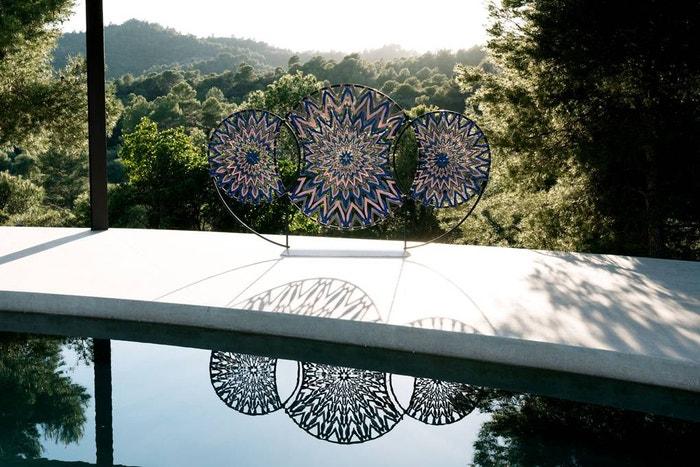 Výsledkem spolupráce studia Zanellato/Bortotto je paraván vyrobený z kovových kruhů lemovaných pruhy kůže Louis Vuitton.