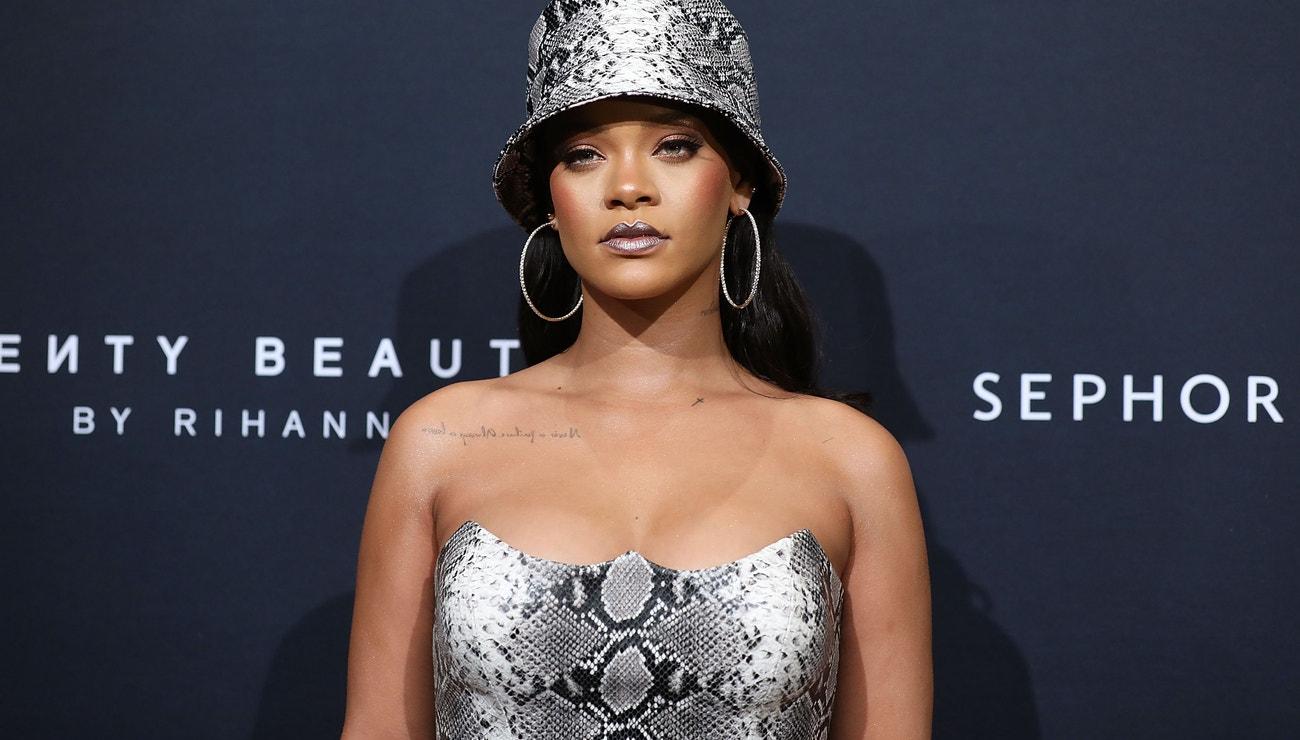 Rihanna je odteď beauty vloggerka