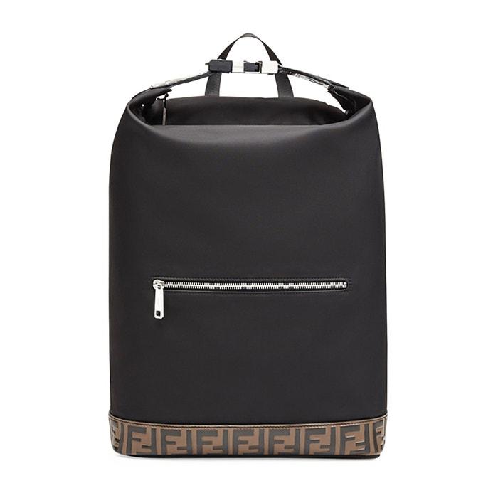 Nylonový batoh, Fendi, fendi.com, 33 500 Kč Autor: Archiv značky