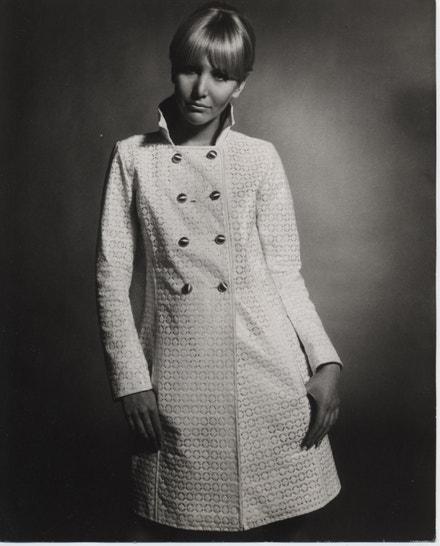 Plášť do deště, 1967, Ostorog, bavlněná krajka pokrytá plastem fabric