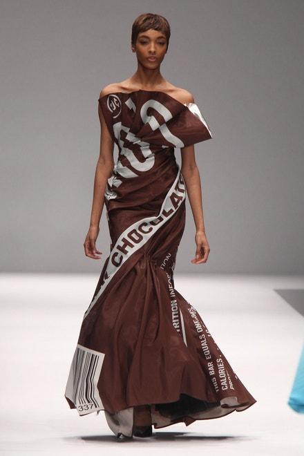 Jourdan Dunn na přehlídce Moschino, Milan Fashion Week Fall/Winter 2014