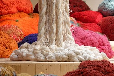 """Pohled na výstavu """"Baôli"""", 2014, Palais de Tokyo v Paříži"""