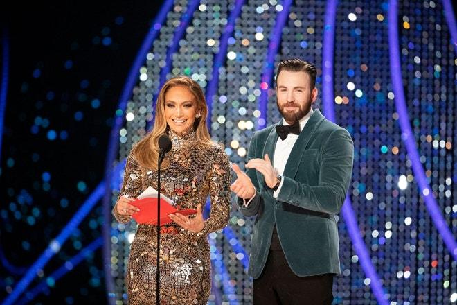 Jennifer Lopez a Chris Evans na předávání Oscarů v roce 2019