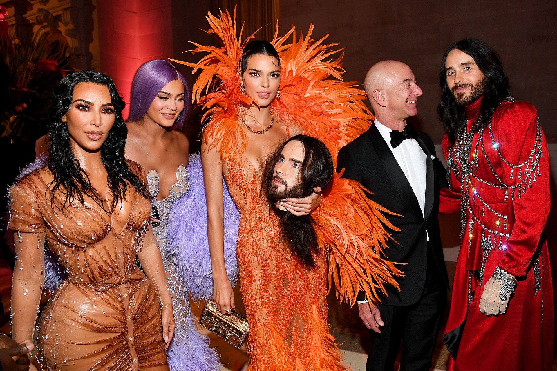 Kim Kardashian West, Kylie Jenner, Kendall Jenner, Jeff Bezos a Jared Leto na Met Gala 2019, téma Camp: Notes on Fashion, Metropolitní muzeum v new Yorku, květen 2019 Autor: Kevin Mazur/MG19/Getty Images for The Met Museum/Vogue