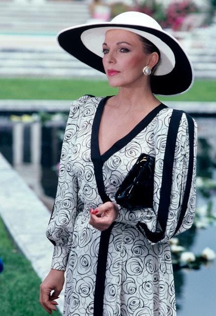 Joan Collins v seriálu Dynastie, 1983