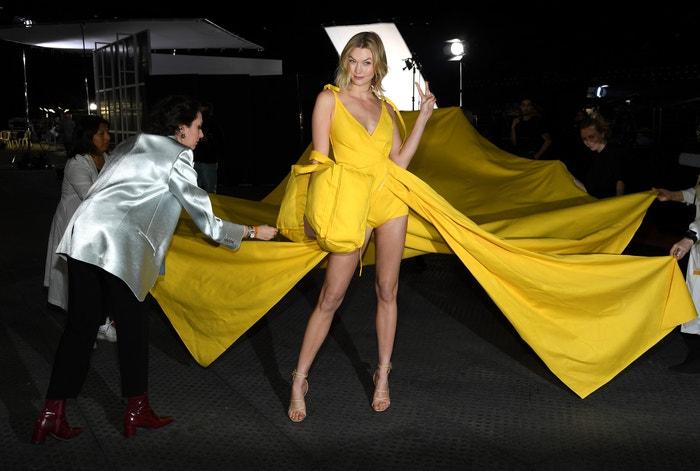 Karlie Kloss v zákulisí přehlídky Off-White, Paris Fashion Week Womenswear Fall/Winter 2019/2020