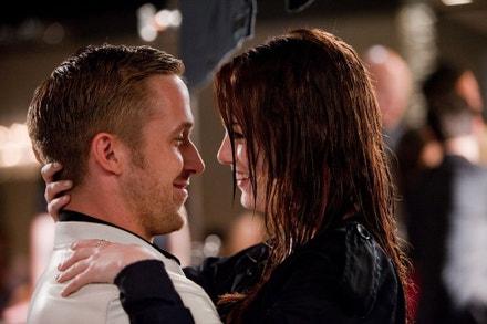 Emma Stone a Ryan Gosling ve filmu Bláznivá, zatracená láska, 2011