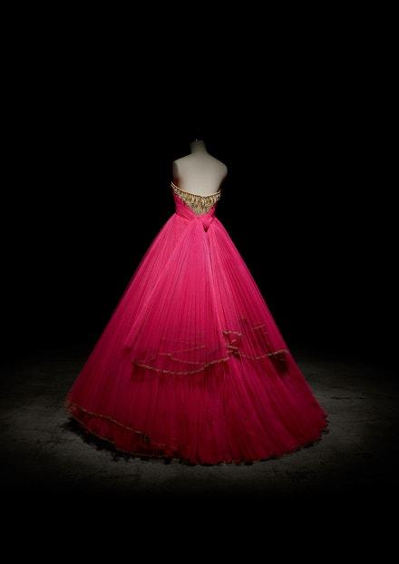 Šaty z haute couture kolekce Indian Passion podzim - zima 1996