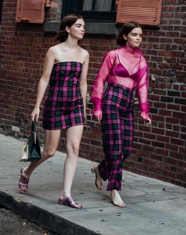 Street style NYFW: Růžová, kostky, maxi sukně, mini kabelky