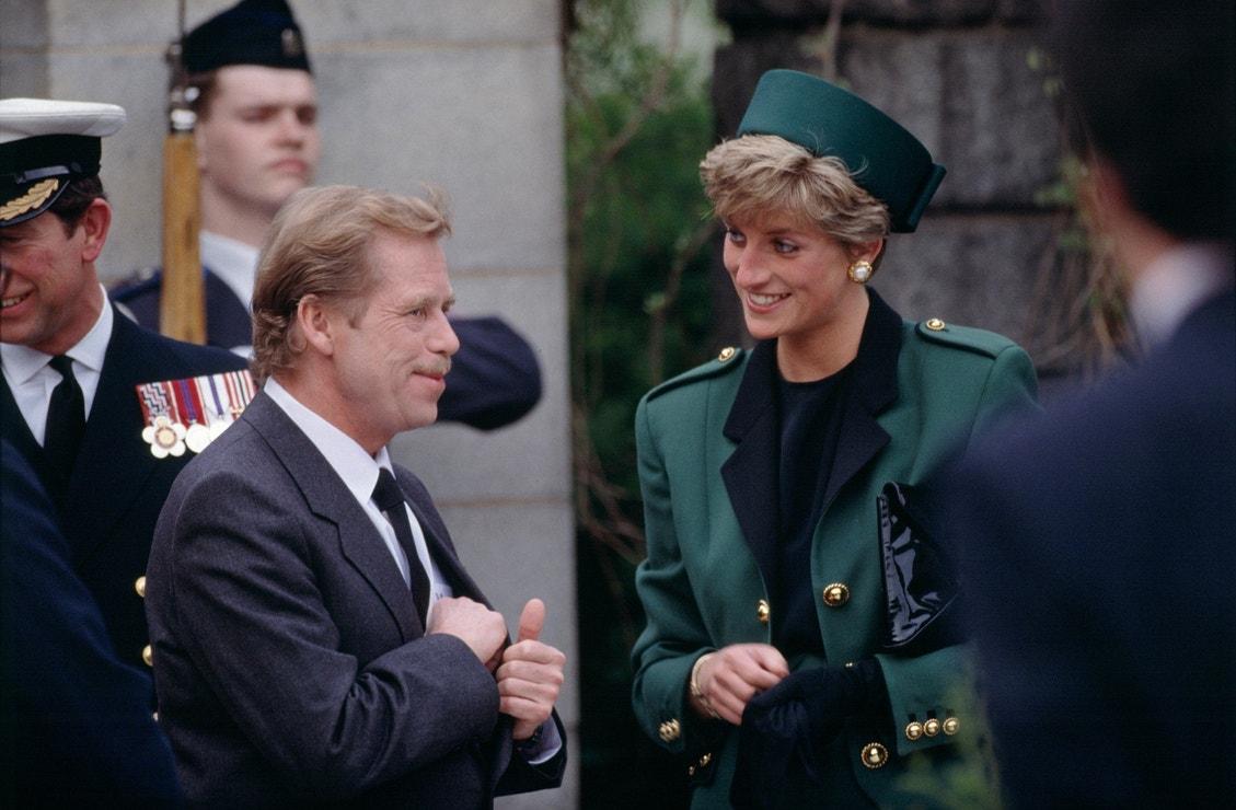 Princ Charles, prezident Václav Havel a princezna Diana na Pražském hradě, květen 1991