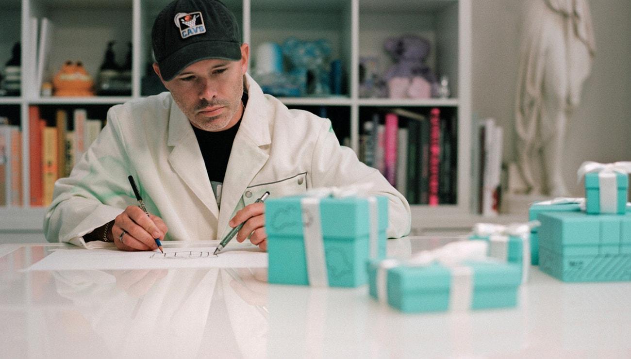 Daniel Arsham přetransformoval modrou krabičku Tiffany & Co.