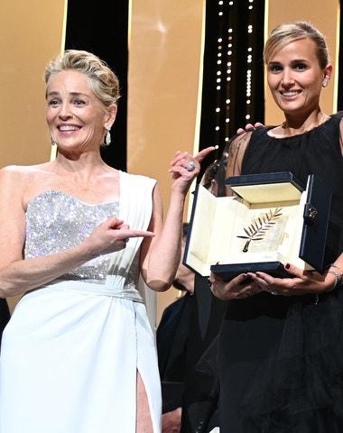 Festival v Cannes: Kdo zvítězil a co si oblékly hvězdy na červený koberec?