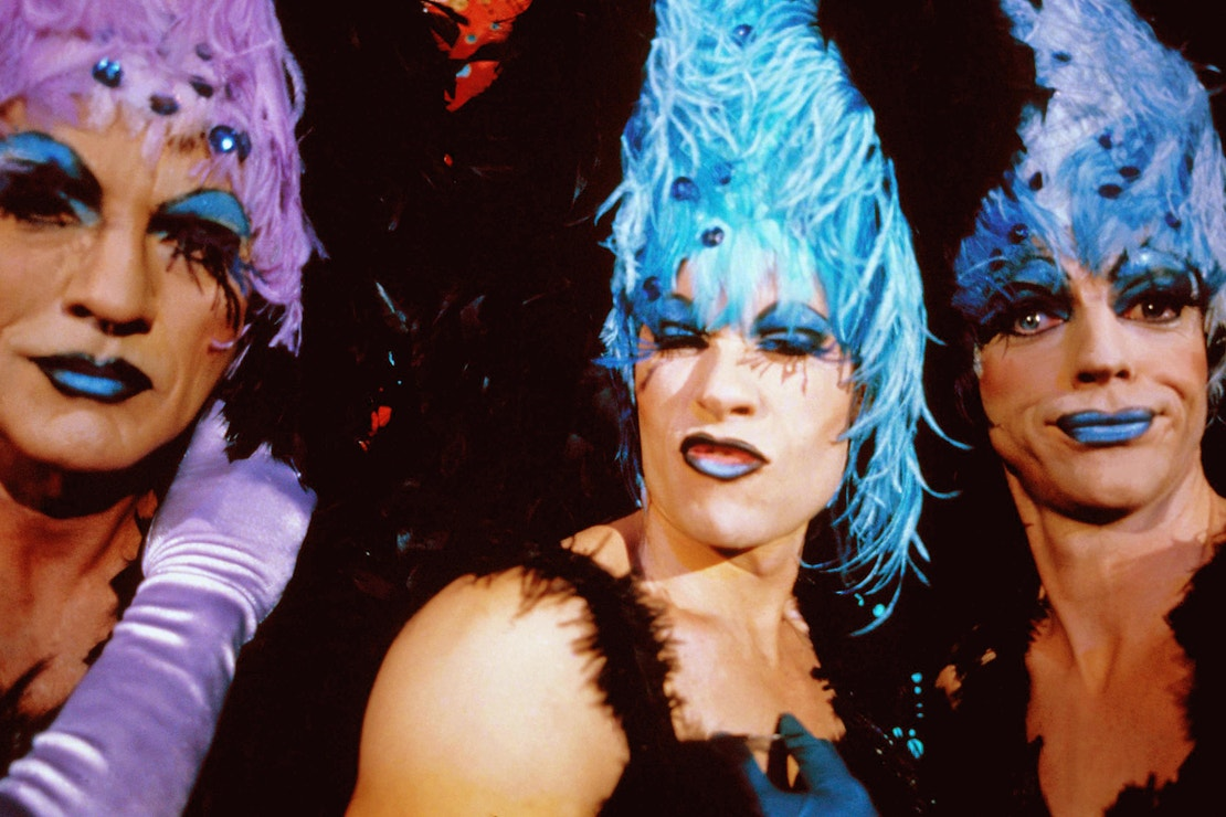 Terence Stamp, Guy Pearce a Hugo Weaving ve filmu Dobrodružství Priscilly, královny pouště (The Adventures Of Priscilla Queen Of The Desert, 1994).