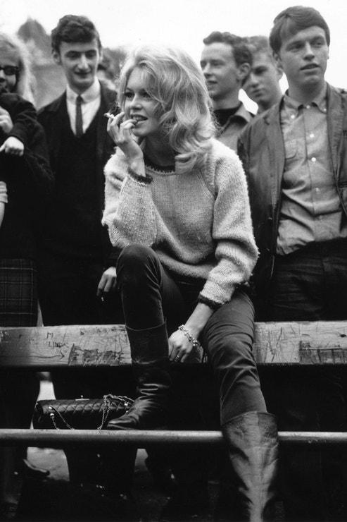 Brigitte Bardot s kabelkou Chanel, 1963