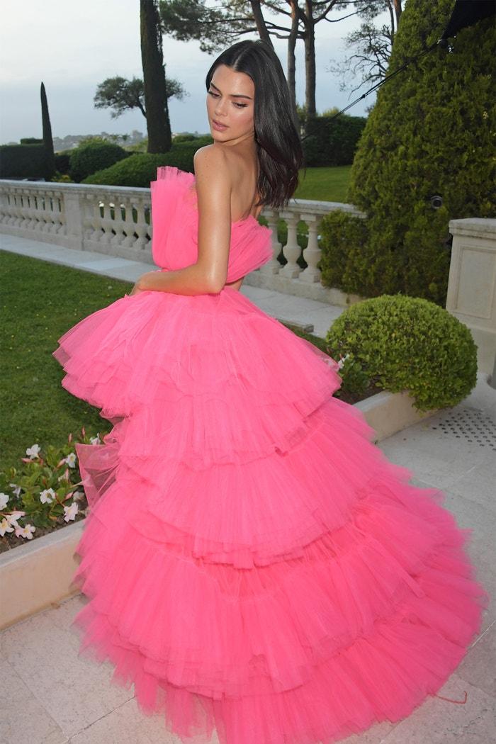Kendall Jenner v šatech z kolekce Giambattista Valli x H&M na amfAR gala v Cannes           Autor: Getty Images