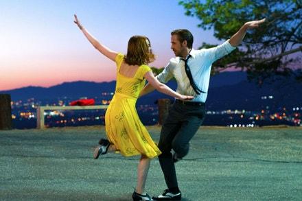 Emma Stone a Ryan Gosling ve filmu La La Land, 2016