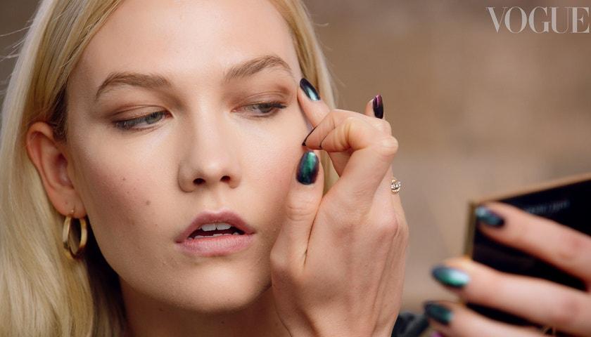 Jak změnit denní make-up na večerní podle Karlie Kloss