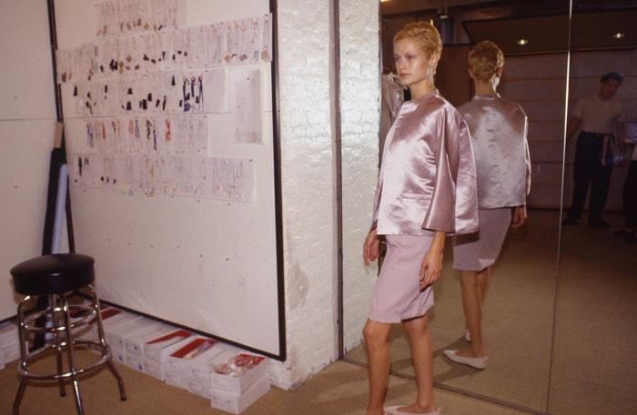 Carolyn Murphy v showroomu Isaaca Mizrahiho v New Yorku, říjen 1995       Autor: Catherine McGann/Getty Images
