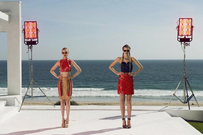 Neon Demon (2016): Mladá dívka míří do Los Angeles, aby se stala modelkou. Její rychlý vzestup a nevinný vzhled však vzbuzují u ostatních žárlivost. Některé modelky ji obdivují, jiné však udělají cokoliv, aby jí ublížily. Na filmovém festivalu v Cannes v roce 2016 zazářila Elle Fanning ve své dosud nejkontroverznější roli. Autor: Moviestore/Shutterstock