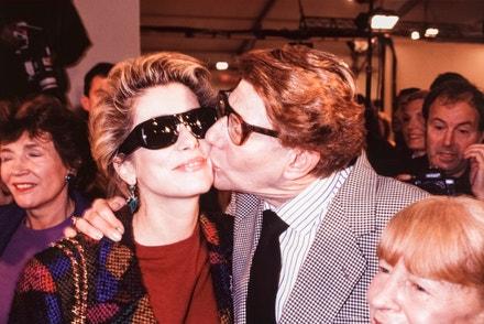 Catherine Deneuve a Yves Saint Laurent na přehlídce jaro-léto 1992
