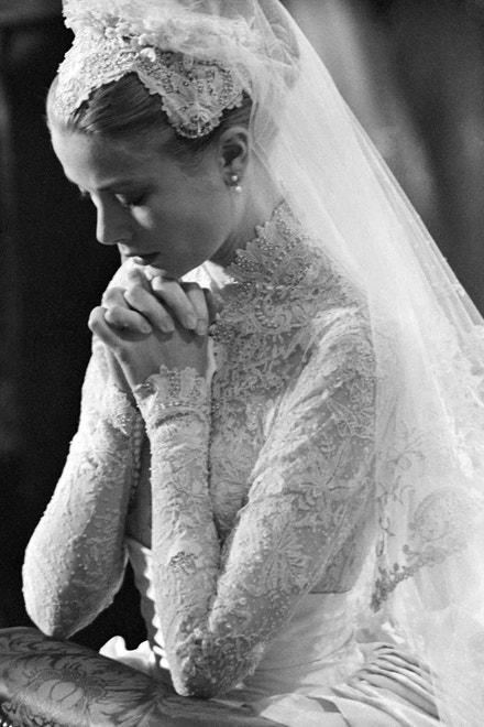 Kněžna Grace ve svůj svatební den, 1956