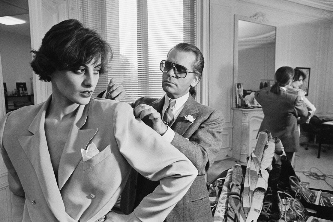 Karl Lagerfeld a Ines  de  la  Fressange ve studiu Chloé, duben 1983