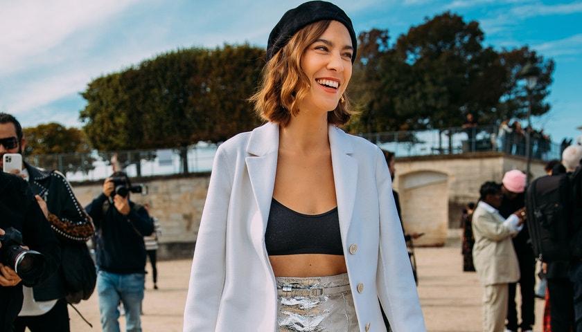 Street style z pařížského fashion weeku na sezonu jaro/léto 2022