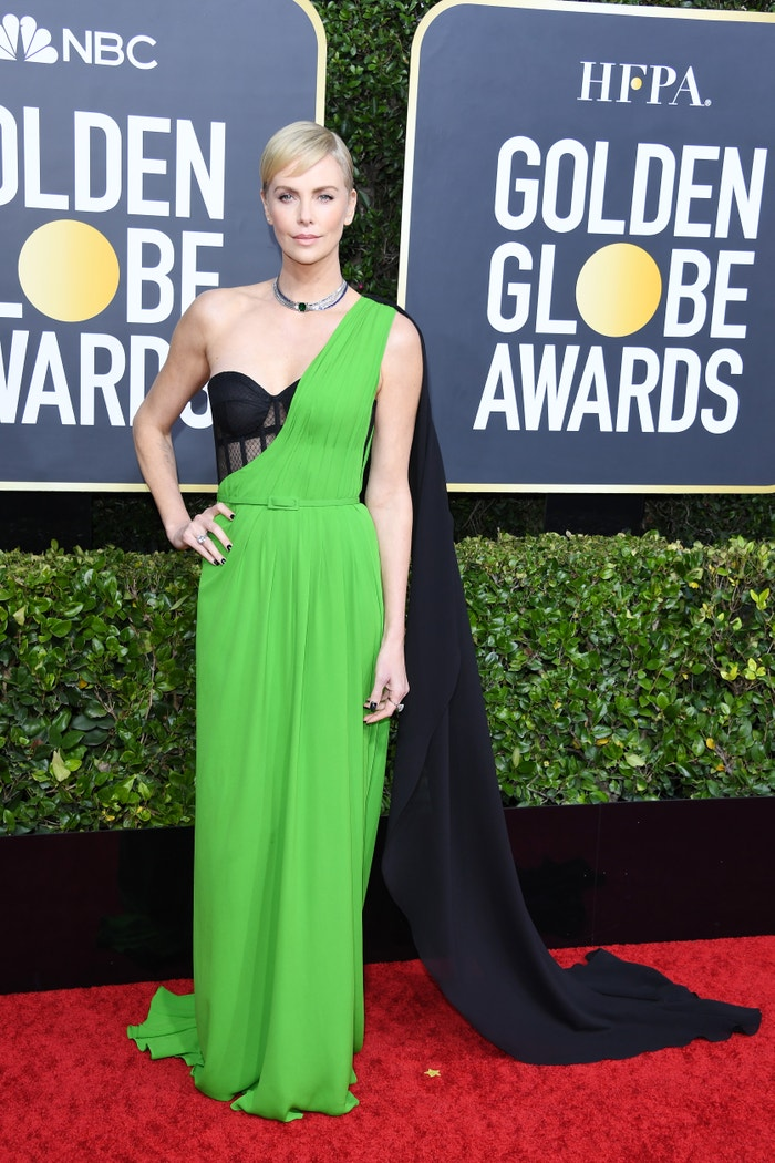 """Charlize Theron (nominated for her role as Megyn Kelly in """"Bombshell"""") in Dior at the Golden Globes. Autor: Getty Images"""