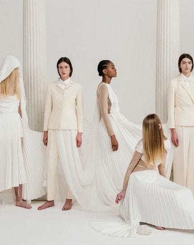 """Chci oslavit krásu Řecka."" Maria Grazia Chiuri o kolekci Dior Cruise 2022 v Athénách"