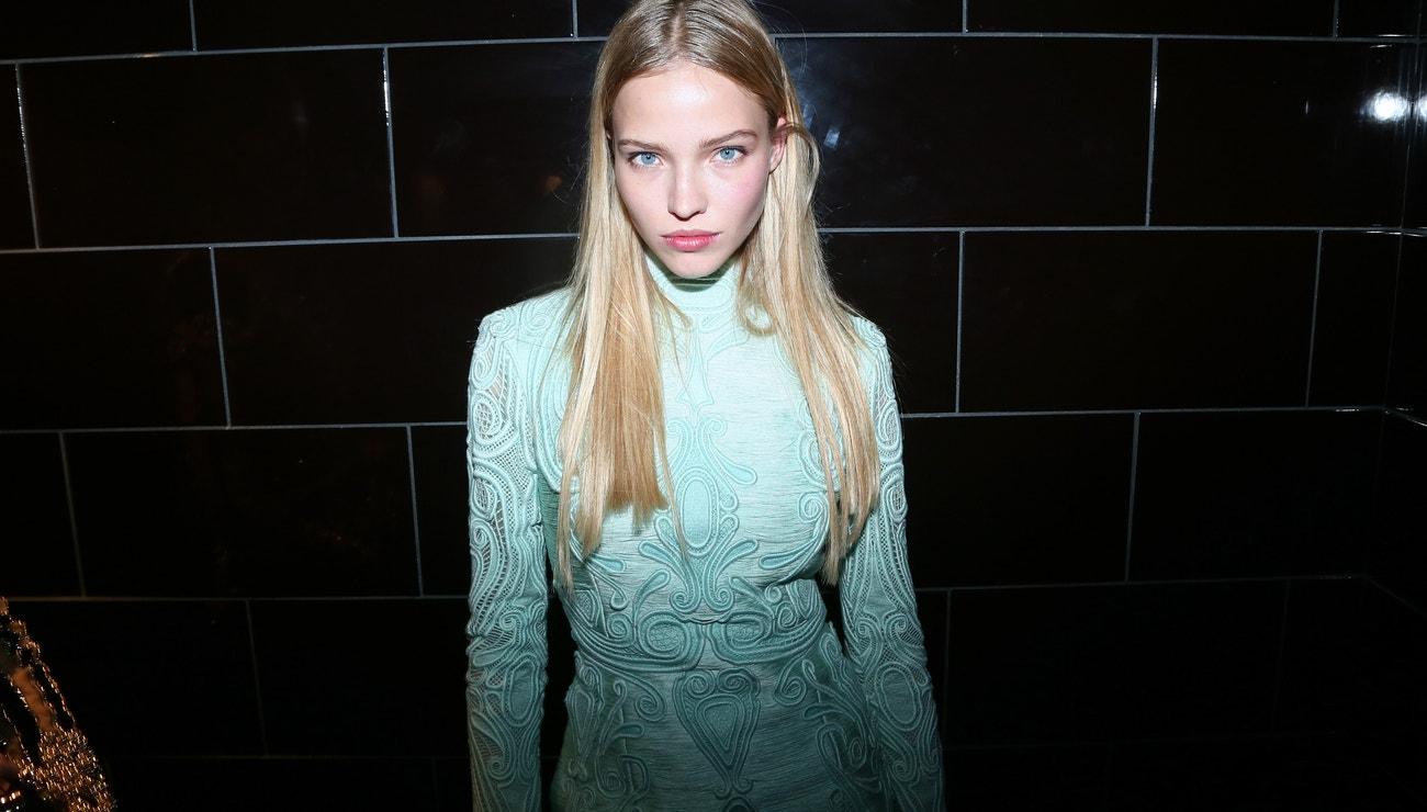 Sasha Luss: tajemná cover star zimní Vogue CS