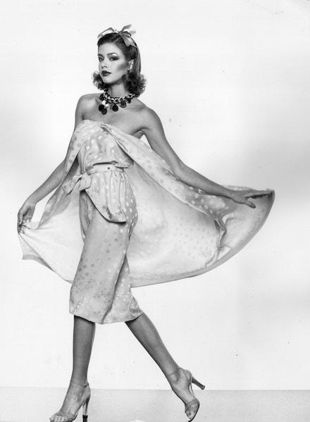 Šaty z kolekce Jean Patou, listopad 1977