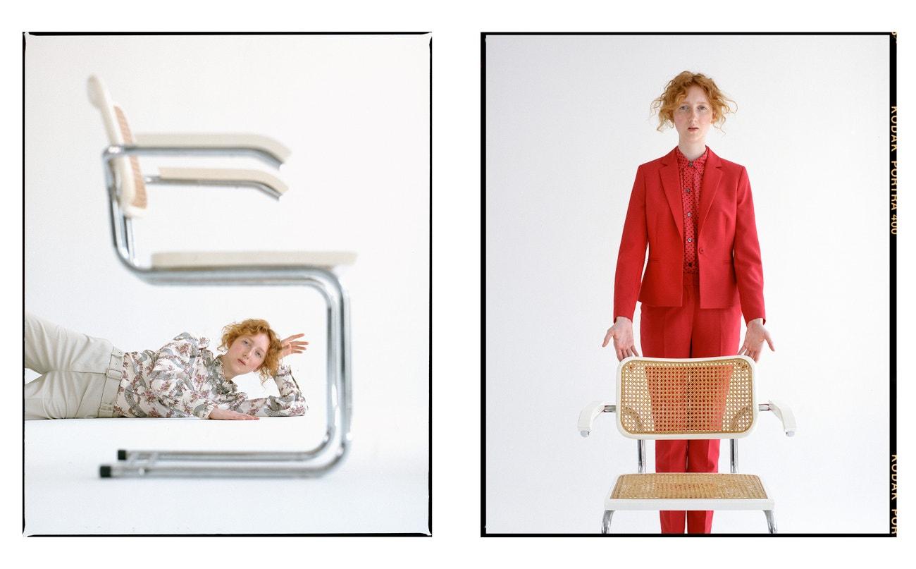 Vlevo: kalhoty, A.P.C.; košile, Isabel Marant (prodává The Store); boty, COS.  Vpravo: oblek, Pietro Filipi; košile, Equipment (prodává Space Praga); boty, COS.