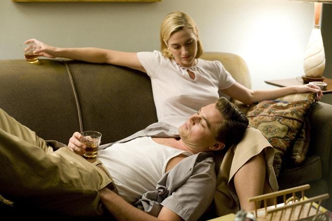 Kate Winslet a Leonardo DiCaprio ve filmu Nouzový východ, 2008
