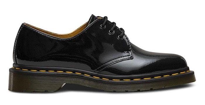 Černé boty s kontrastním prošíváním, Dr. Martens, prodává Footshop, 3490 Kč