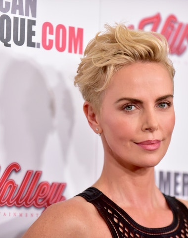 Osobitá pokaždé jinak: vlasové proměny Charlize Theron