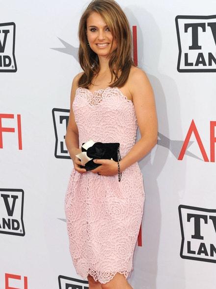 Natalie Portman na předávání AFI Life Achievement Award v šatech Dior, červen 2010